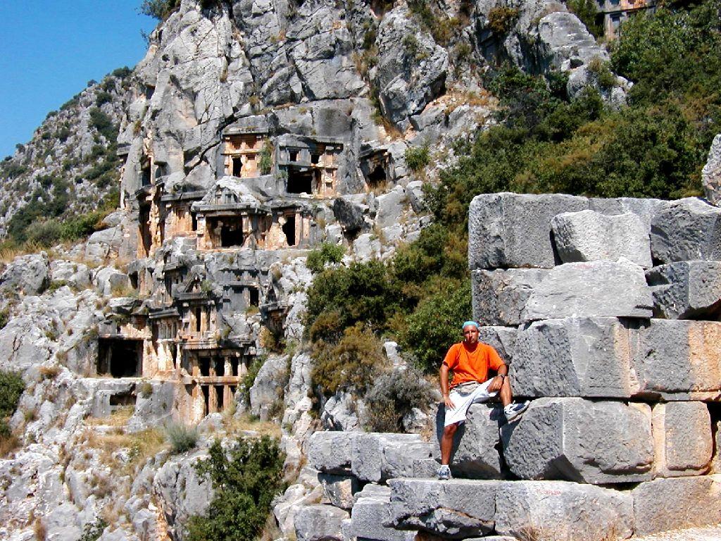 Myra, tombe scavate nella montagna