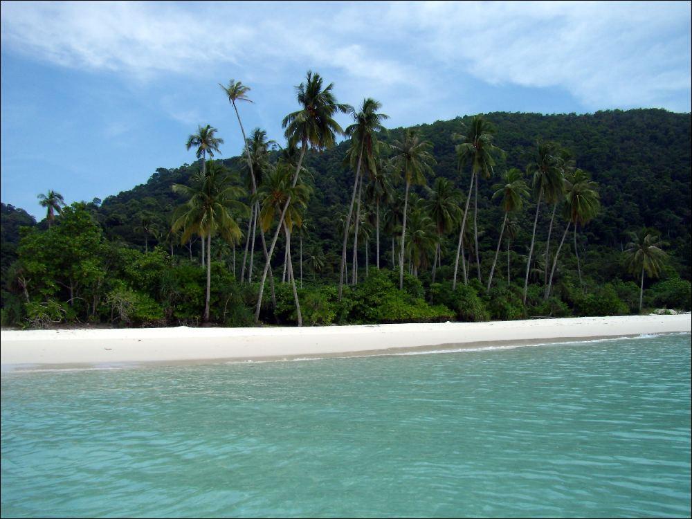 spiaggia deserta dopo il trekking