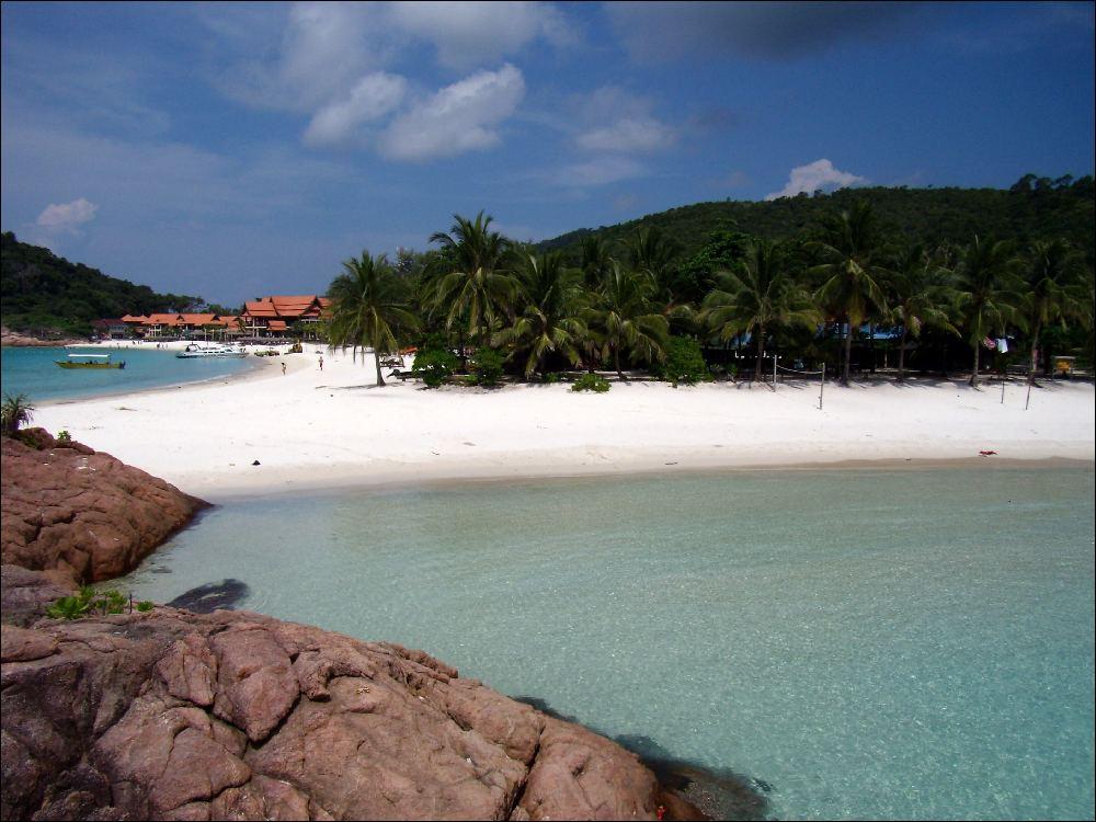 il promontorio che divide in due la spiaggia