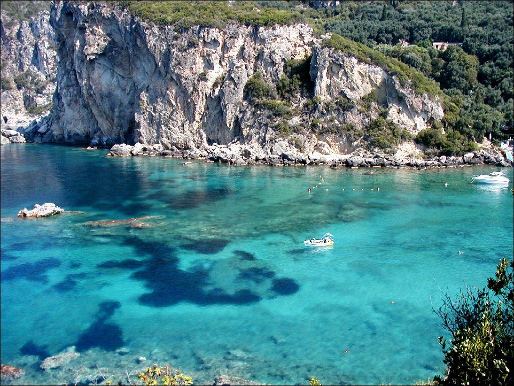 Gli incredibili colori del mare a Corfù